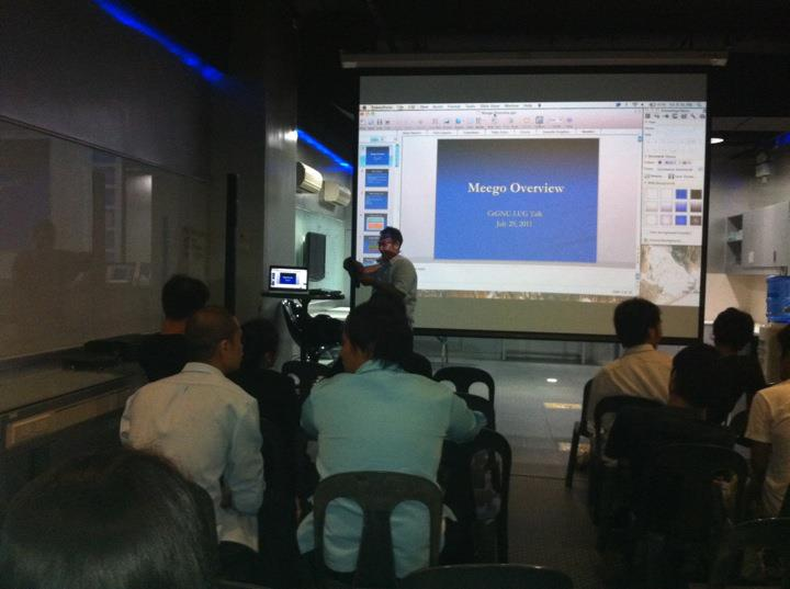 CE-GNU-LUG talks about Meego during a meetup last July 29 in TechBar at the Asiatown It Park.